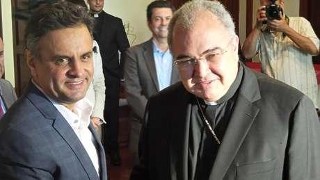 <p>Aécio se reuniu com o cardeal arcebispo do Rio, dom Orani Tempesta,na sede da Mitra Arquidiocesana, no bairro do Catete, no Rio</p>