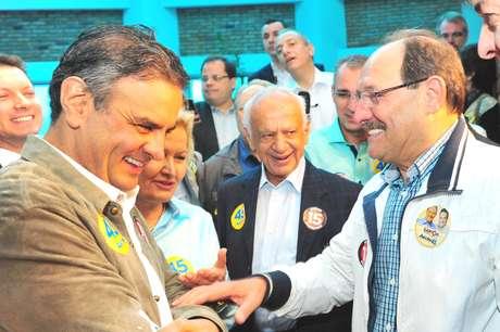 Aécio Neves, Ana Amélia Lemos e Pedro Simon participam de ato de campanha de José Ivo Sartori, em 18 de outubro