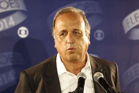 Candidato Luiz Fernando Pezão durante debate da TV Globo no Rio de Janeiro, no dia 23 de outubro