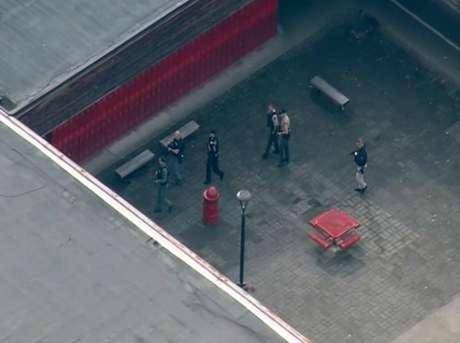 <p>Imprensa local já informou que pelo menos duas pessoas tiveram que ser levadas a um hospital por meio de um helicóptero</p>