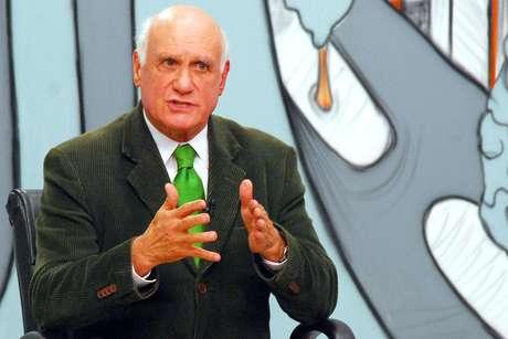 """""""O Bolsa-Família tem efeito, acho que deve continuar"""", afirma o senador eleito"""