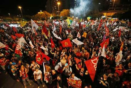 <p>Eleitores comemoram vit&oacute;ria de Dilma Rousseff nas elei&ccedil;&otilde;es &agrave; Presid&ecirc;ncia da Rep&uacute;blica</p>