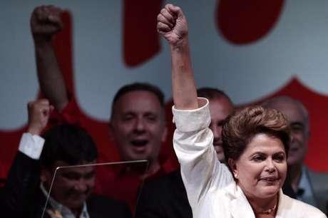 Dilma comemora vitória nas eleições em Brasília, no domingo.