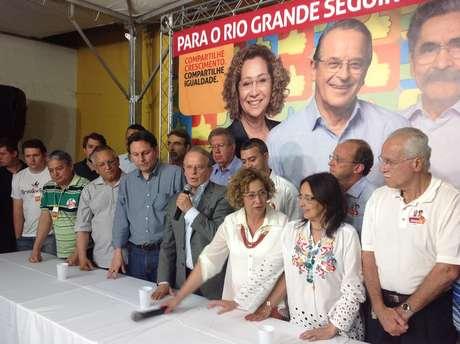 """<p>""""Estou um pouco triste por não ter sido reeleito, mas muito feliz pela vitória da presidente Dilma, disse Tarso</p>"""