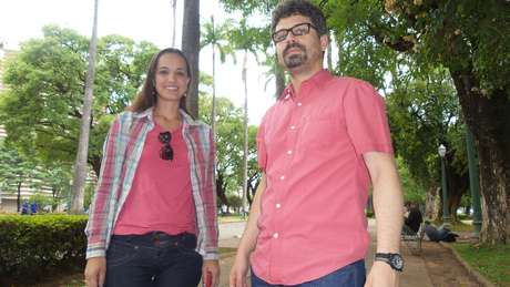 <p>Paola e Luiz Fernando, jornalistas</p>