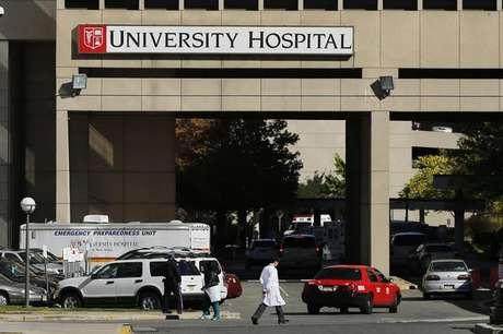 <p>Hospital onde a enfermeira Kaci Hickox está isolada em Newark, Nova Jersey, nesta segunda-feira</p>