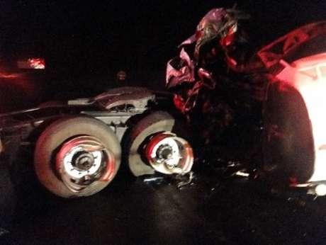 <p>Caminhão ficou destruído com acidente</p>