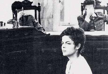 Dilma prestando depoimento na época da ditadura militar