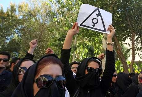 <p>Indignação deixou muitos com o sangue quente, especialmente defensores dos direitos das mulheres</p>
