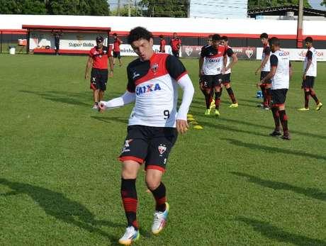 Júnior Viçosa voltou a treinar normalmente e vira opção para Wagner Lopes