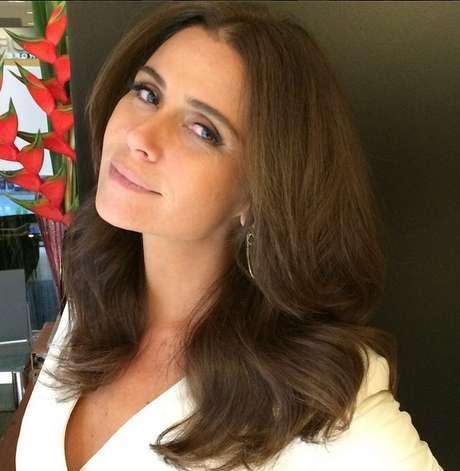 Giovanna Antonelli adota cabelo médio com tom chocolate
