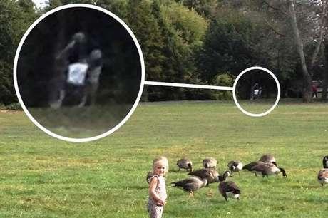 Supostos fantasmas são vistos ao fundo da imagem (em evidência na montagem)