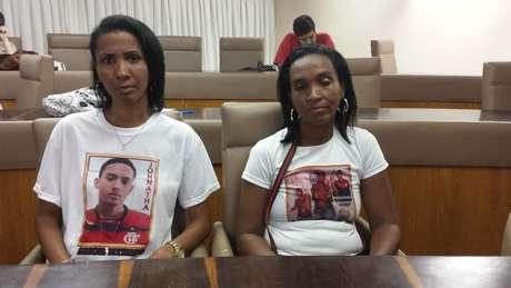 <p>O encontro contou com a presença de parentes de vítimas de autos de resistência, como Fátima e Ana Paula</p>