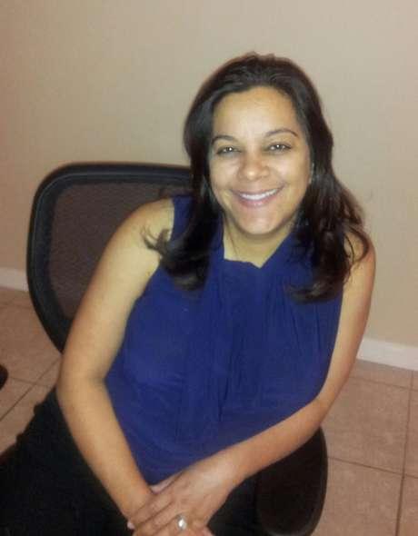 <p>Debbie, após 26 anos longe dos estudos, formou-se um Administração pela Universidade de Povo</p>