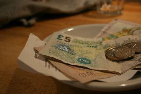 La generosidad es un valor, sin embargo, debes ser generoso a medida de tus posibilidades, si no, tu cartera será la principal afectada.