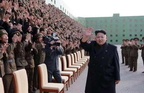 O líder norte-coreano usava de bengala nas últimas aparições, mas parece ter se recuperado