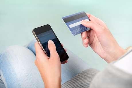 <p>Os varejistas devem investir cada vez mais em iniciativas voltadas para aparelhos móveis. A tendência é que as compras feitas através desses dispositivos eletrônicos subam bastante</p>