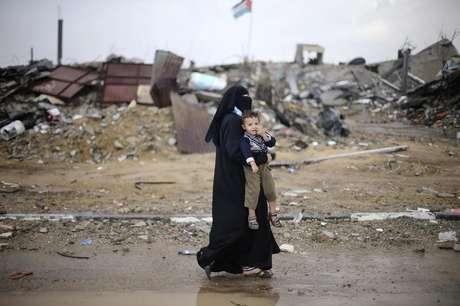 Áreas inteiras da Faixa de Gaza ficaram destruídas após conflitos entre o Hamas e o exército de Israel neste ano