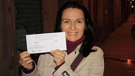 <p>Maria Dantas mora há 20 na Catalunha e será mesária em local de votação</p>