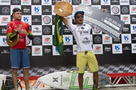 <p>Filipe Toledo terminou 2014 no topo da WQS - divisão de acesso do surfe</p>