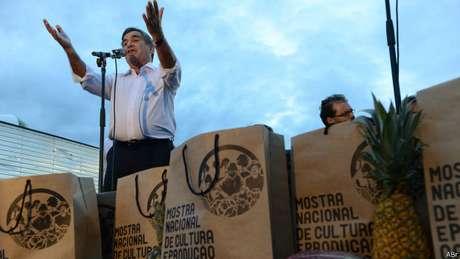 Gilberto Carvalho defende que o Brasil reduza sua dependência do uso de agrotóxicos