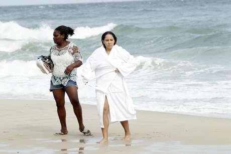 Há seis dias a Prefeitura do Rio de Janeiro oficializou a praia de Abricó, na zona oeste, como a primeira de nudismo na cidade. Pois a funkeira Mulher Melão não perdeu tempo e logo foi conferir o local, nesta quarta-feira (12), se divertindo como veio ao mundo