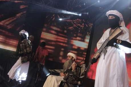 """<p>Vou sempre acompanhado de dois dançarinos """"iraquianos"""", para deixar o baile bem sinistro, diz Mc Bin Laden</p>"""
