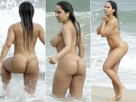 <p>Funkeira se divertiu na praia de Abric&oacute;, no Rio</p>