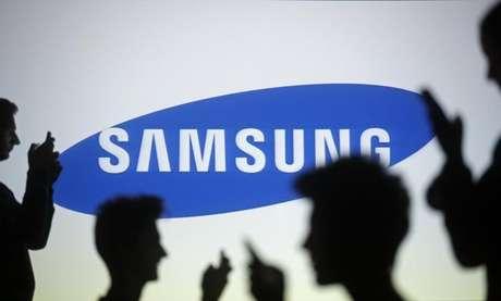 """<p>Creio que uma tela curva é uma grande solução para superar estes desafios"""", disse Kim Nam-su, projetista sênior da Samsung</p>"""