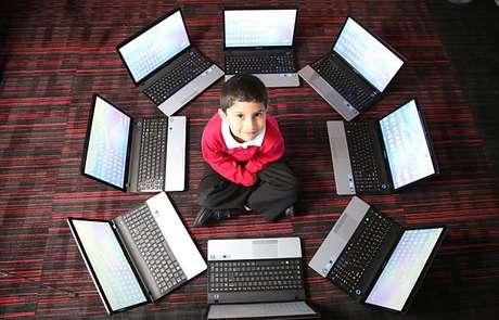 <p>Ayan foi introduzido ao mundo dos computadores quanto tinha 3 anos, pelo seu pai, Asim Qureshi, 43 anos, um consultor de TI, na cidade de Coventry, na Inglaterra</p>