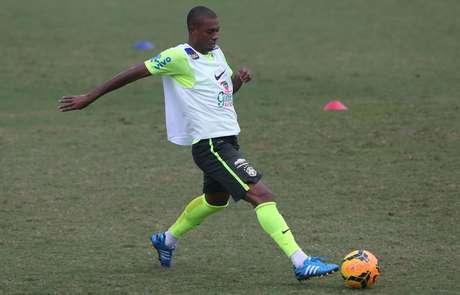 Fernandinho segue na Seleção com Dunga