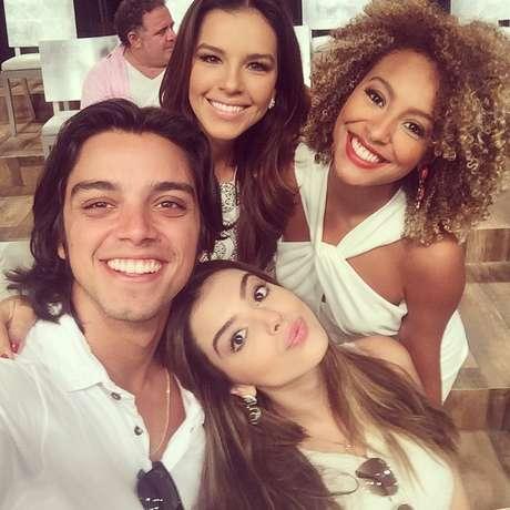 <p>O encontro de celebridades para vinheta da Globorendeu fotos no Instagram</p>