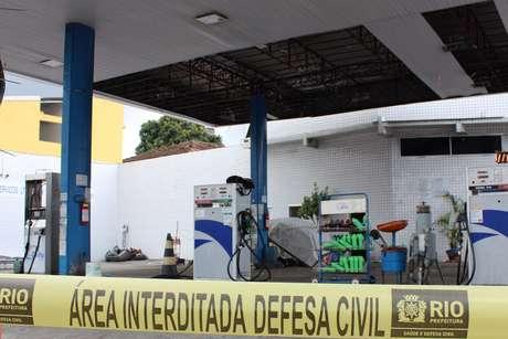 Duas crianças morreram após a explosão de um cilindro de gás em um posto de gasolina no bairro do Colégio, na zona norte do Rio de Janeiro, na noite deste sábado
