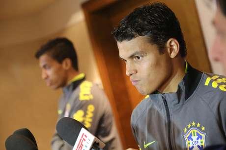<p>Reserva e sem faixa de capitão: Thiago Silva abriu o jogo e se disse chateado pela falta de apoio dentro da Seleção</p>