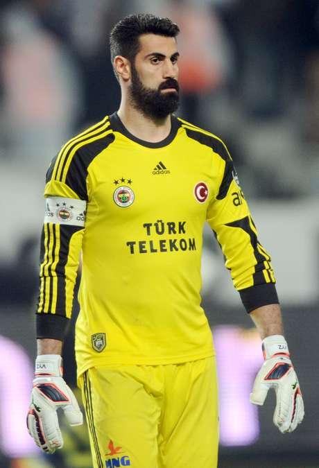 <p>O cartola não aprova a barba deVolkan Demirel</p>