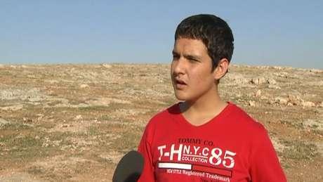 """<p><span style=""""font-size: 15.1999998092651px;"""">O menino Reshwan, de 15 anos, foi sequestrado por jihadistas</span></p>"""