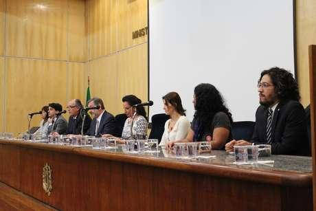 <p>A audiência pública no MP-SP reuniu representantes da sociedade civil e vítimas de violência obstétrica</p>