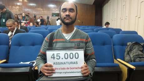 <p>Sérgio Andrade da Silva, 33 anos, ficou cego do olho esquerdo graças a um tiro de bala de borracha supostamente disparado por um policial militar</p>