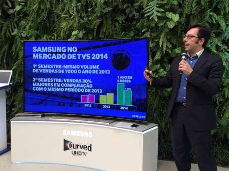 Diretor de marketing da empresa, Roman Cepeda, mostrou os dados de crescimento da empresa em 2014 ante 2013