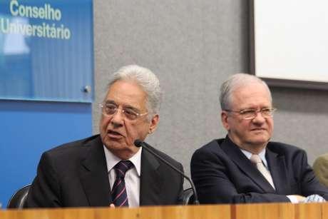 Ao lado do reitor da USP (à direita, na foto), Marco Antônio Zago, FHC participou de palestra pelos 80 anos da universidade
