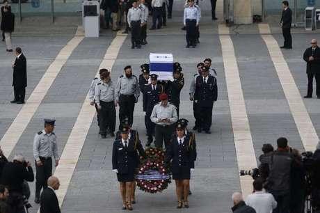 <p>O corpo do ex-primeiro-ministro israelense Ariel Sharon, morto após ficar oito anosem coma induzido por um derrame cerebral, é velado no Knesset, parlamento de Israel, em Jerusalém, em 12 de janeiro</p>