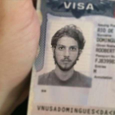 Chay Suede foi ao Instagram pedir informações sobre seu passaporte furtado