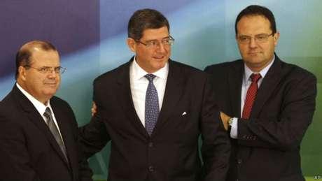 <p>Alexandre Tombini (à esq.), Joaquim Levy (ao centro) e Nelson Barbosa formam o trio escolhido pela presidente Dilma Rousseff para fazer o País crescer e combater a inflação</p>