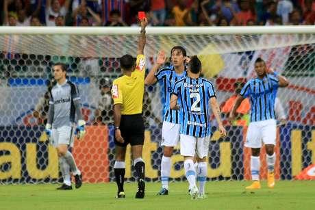 <p>Geromel foi expulso no primeiro tempo e deixou o Grêmio com um jogador a menos</p>