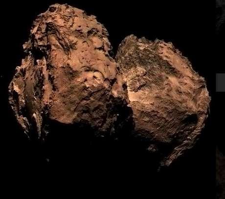 <p>Imagem colorida de cometa foi melhorada em Photoshop por usuários da internet e ficou desta forma</p>