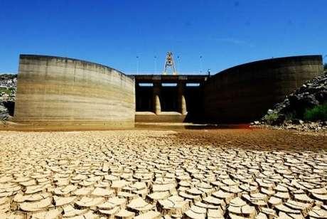 """<p>Crise de abastecimento de água em São Paulo é consequência de """"um fenômeno climático"""" que afetou também a Califórnia, diz assessor da Sabesp</p>"""