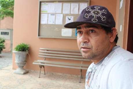 Luciano trabalhou na Iesa e se vira com bicos enquanto a rescisão não sai