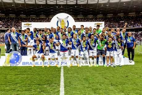 <p>Após dois títulos brasileiros, Cruzeiro enfim assumiu a liderança do ranking da CBF</p>