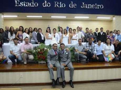 Casamento coletivo realizado no Rio, em 2012: iniciativa pode acelerar o processo de casais que buscam pelos seus direitos