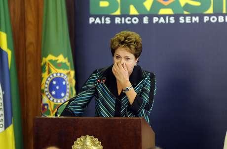 <p>A presidente Dilma Rousseff se emocionaao falar sobre as vítimas e parentes de mortos e desaparecidos da ditadura, em cerimônia de entrega do relatório final da Comissão Nacional da Verdade, nesta quarta-feira</p>